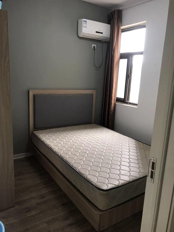 超低合租房仅限女生交通便利房屋干净