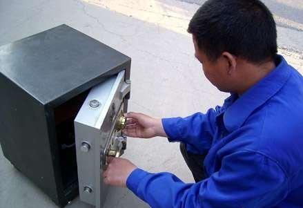龙湖镇南大学城附近开锁换锁电话,龙湖镇附近开汽车锁、保险柜锁